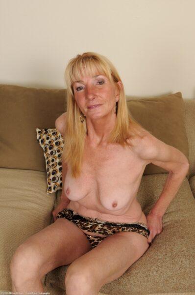 Femme cougar sexy cherche son libertin sur le 94