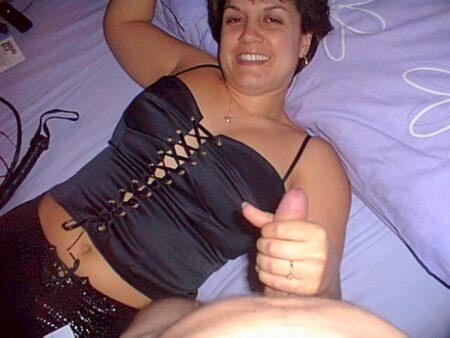 Femme mature coquine dominatrice pour libertin qui aime la soumission