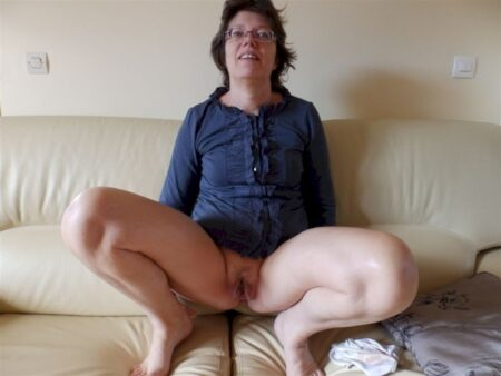 Femme mature coquine très motivée recherche un gars novice