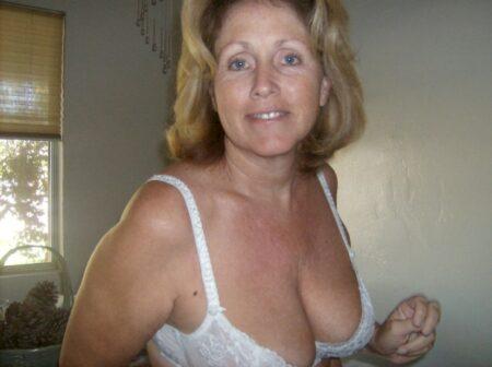 Femme mature domina pour libertin qui obéit