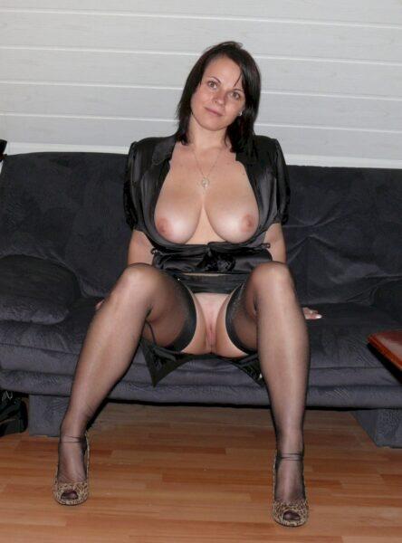 Très belle femme seule qui est intéressée par un plan sexe